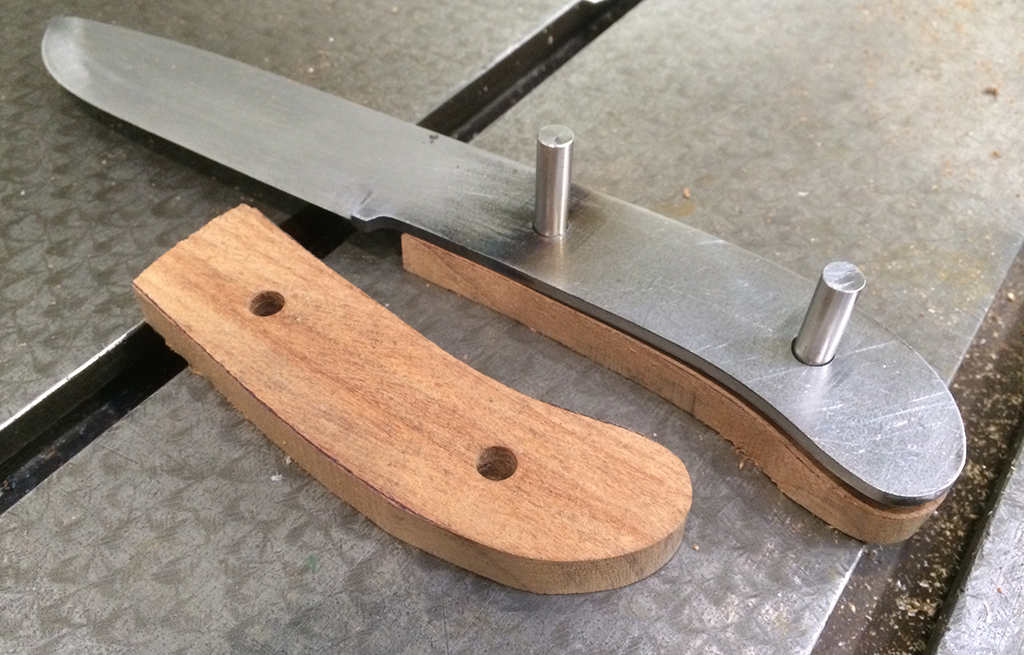 Custom knife making process handle and blade A knifeless man is a lifeless man